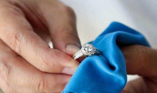 Can micellar water clean jewelry?